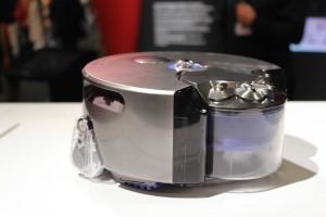 El robot aspirador de recuperación del tanque.